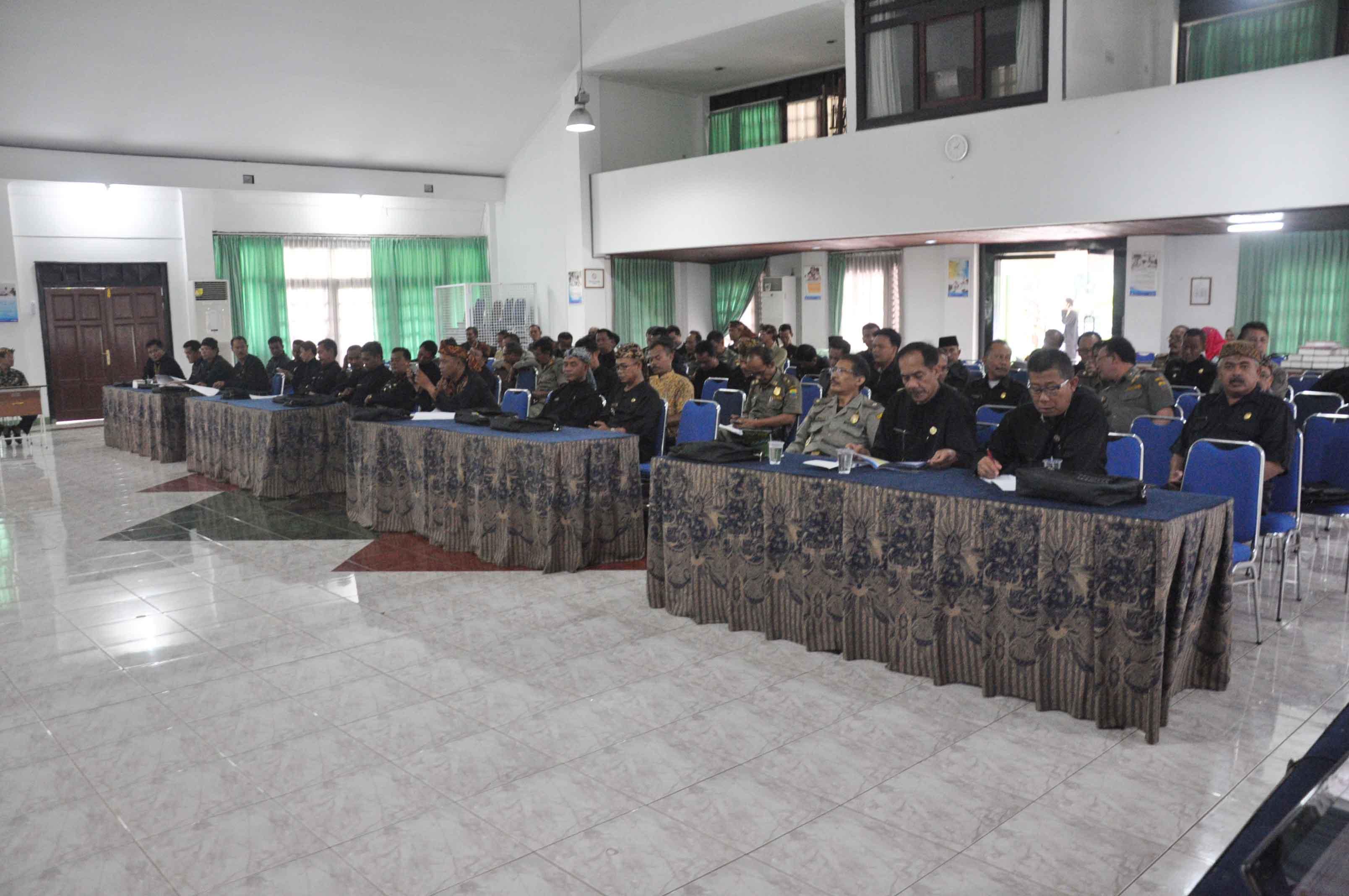 sekretaris-daerah-kab-cianjur-buka-sosialisasi-perijinan-bagi-aparat-kecamatan-desa-dan-pelaku-usaha